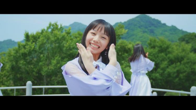 """STU48「思い出せる恋をしよう」のミュージックビデオ""""2期研究生歌唱ver.""""のダンスシーン。"""