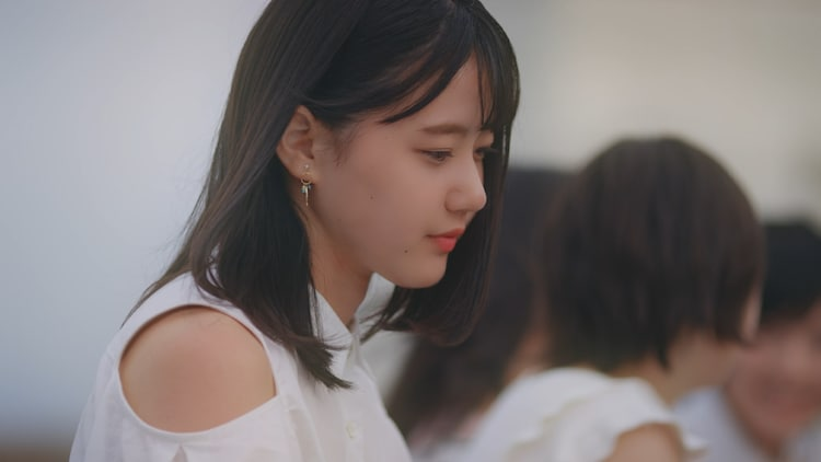 "STU48「思い出せる恋をしよう」のミュージックビデオ""1期生・ドラフト3期生歌唱ver.""のドラマシーン。"