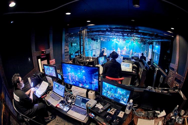 TRI4TH無観客配信ライブ「Turn On The LIVE vol.1」の様子。