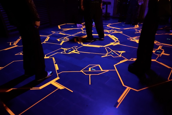 MESが制作した東京・Contactの床のグラフィック。 (写真提供:MES)