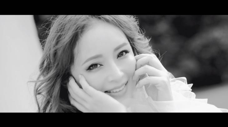 浜崎あゆみ「オヒアの木」ミュージックビデオのワンシーン。