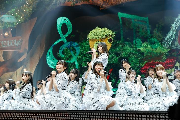 """日向坂46「HINATAZAKA46 Live Online, YES!with YOU!~""""22人""""の音楽隊と風変わりな仲間たち~」の様子。(撮影:上山陽介)"""