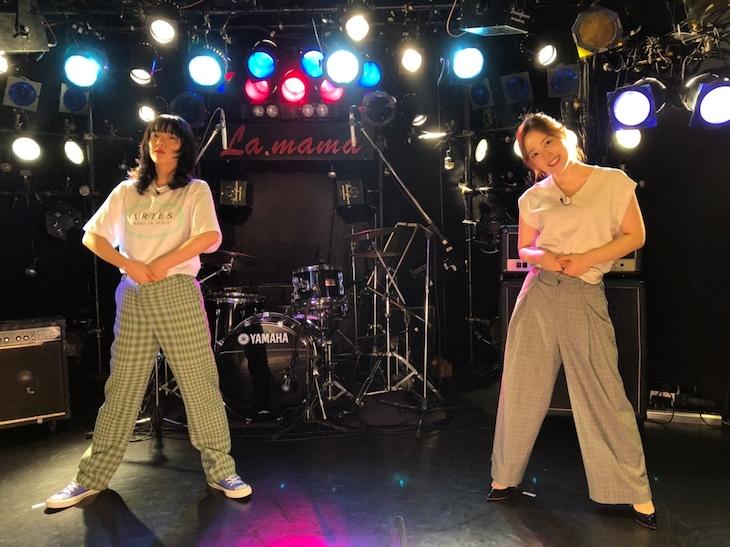 左からあいみょん、水卜麻美(日本テレビアナウンサー)。(c)日本テレビ