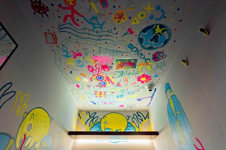 野元喬文(yonawo)がペイントしたThe MillennialsFukuokaの宿泊ユニット。