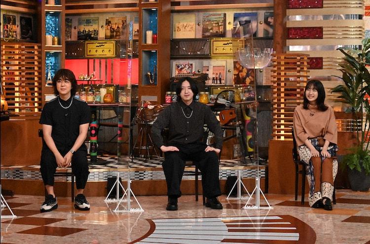 左からヒャダイン、YOASOBI。(c)テレビ朝日