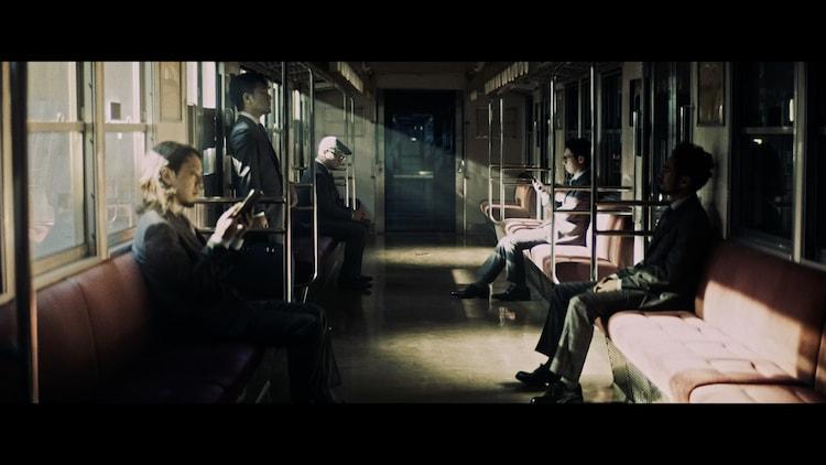 TRI4TH「The Light feat.岩間俊樹(SANABAGUN.)」ミュージックビデオのワンシーン。