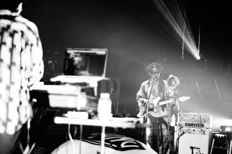 「King Gnu Streaming Live」の様子。(Photo by Kosuke Ito)