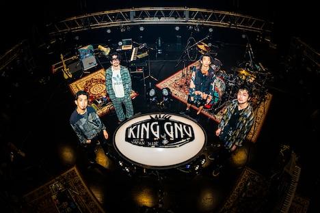 人気画像1位は「King Gnu、気迫のパフォーマンスで魅せた初オンラインライブ」より、King Gnu(Photo by Kosuke Ito)。