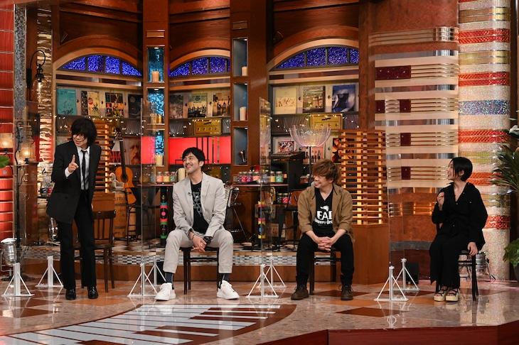 左から宮本浩次、谷中敦、TAKUMA、家入レオ。 (c)テレビ朝日