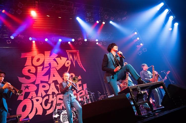 東京スカパラダイスオーケストラと川上洋平([Alexandros])。(Photo by Masamine Akiyama)