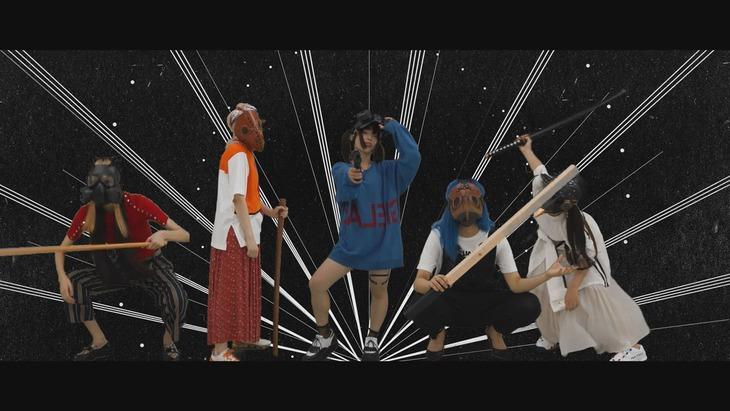 KAQRIYOTERROR「Avant-gardE」MVのワンシーン。