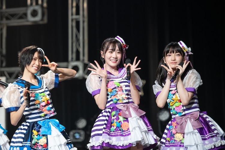 左から隈本茉莉奈、鶴見萌、蛭田愛梨。