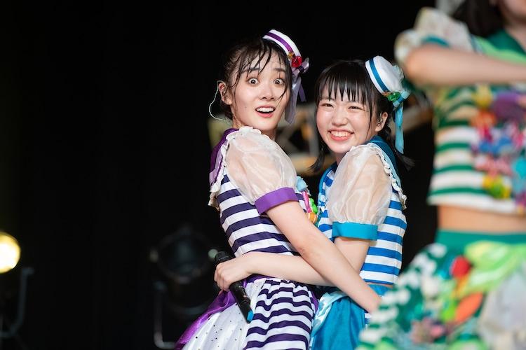 見つめ合った鶴見萌(左)と大和明桜(右)。