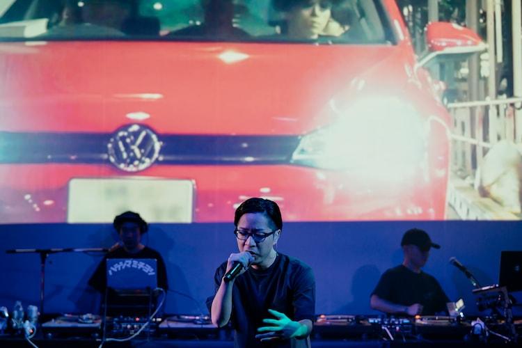 """左から原島""""ど真ん中""""宙芳、PUNPEE、DJ ZAI(SIMI LAB)。(撮影:横山純)"""