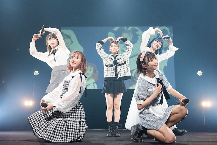 神宿「神宿 HALL TOUR2020」最終公演の様子。