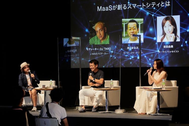 左からDJ TARO、河口まなぶ(モータージャーナリスト)、吉田由美(カーライフエッセイスト)。