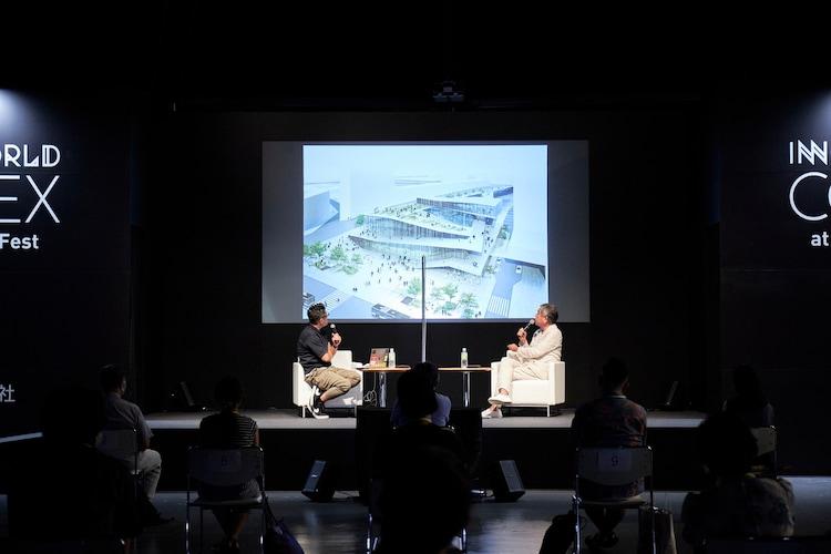 左から齋藤精一(ライゾマティクス・アーキテクチャー主宰)、隈研吾(建築家)。