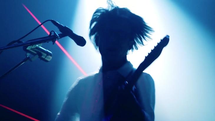 """「ヒトリエ『インパーフェクション』LIVE DVD&Blu-ray『one-Me Tour """"DEEP/SEEK"""" at STUDIO COAST』」より。"""