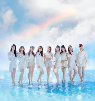 NiziUデビュー曲「Step and a step」MVに活動休止中のミイヒの姿も、再び9人で歩みだす