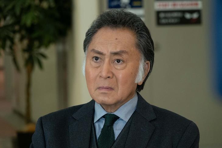 北大路欣也演じる鬼塚一路。 (c)テレビ東京