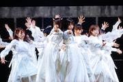 欅坂46、無観客アリーナ空間を最大限に利用したラストライブで櫻坂46へと転生