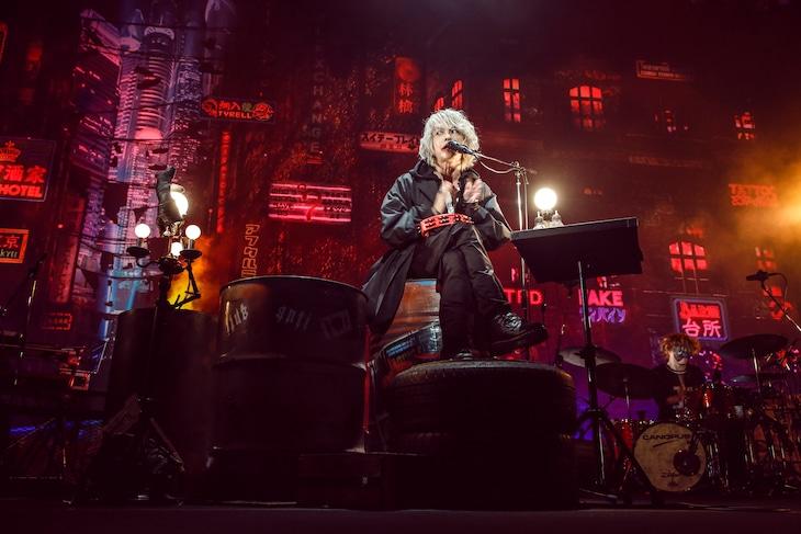 9月に行われた「HYDE LIVE 2020 Jekyll & Hyde」の様子。