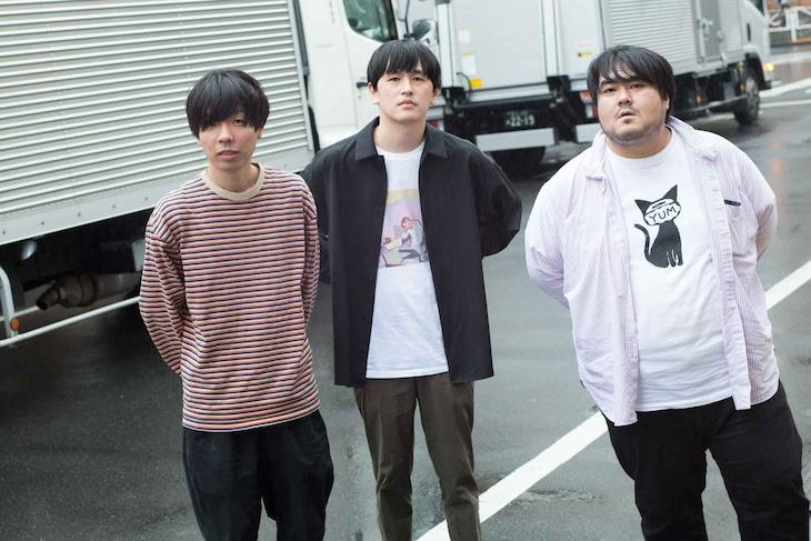 左から吉田靖直、川辺素、澤部渡。