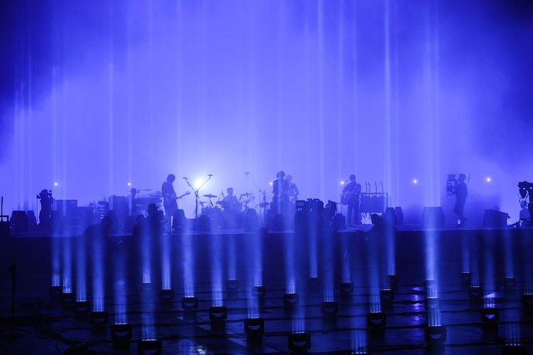 """「back number live film 2020 """"ASH""""」の様子。(撮影:佐藤祐介)"""
