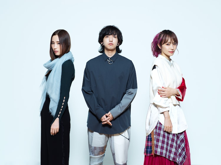 左からUru、Ayase(YOASOBI)、LiSA。
