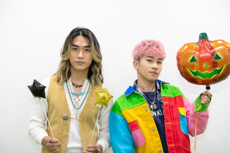 左から砂田将宏、奥田力也。(c)ABEMA
