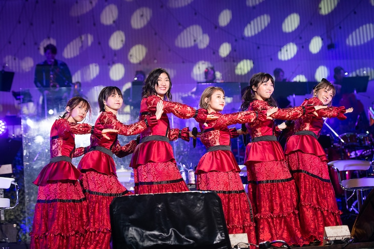 私立恵比寿中学「エビ中 秋麗と轡虫と音楽のこだま 題して『ちゅうおん』2020」初日夜公演の様子。
