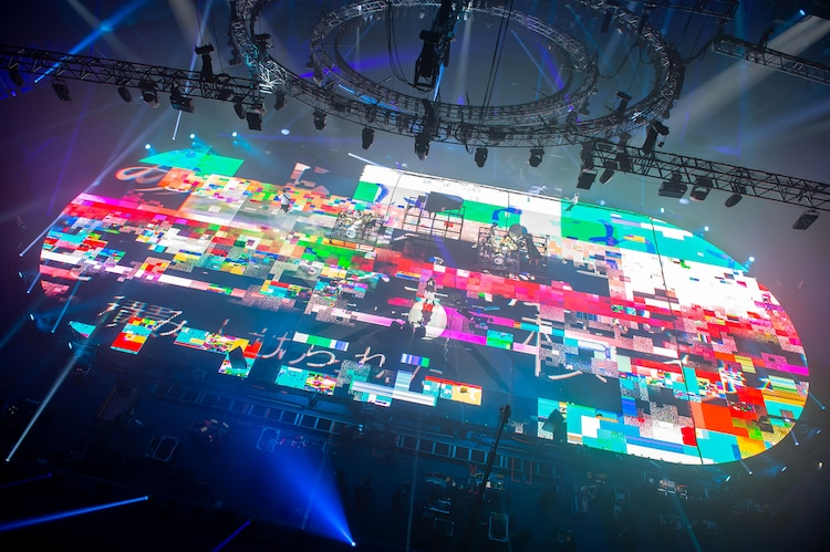 RADWIMPS「15th Anniversary Special Concert」の様子。(Photo by Takeshi Yao)
