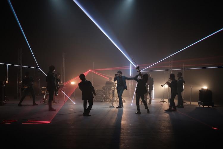 東京スカパラダイスオーケストラ「ALMIGHTY~仮面の約束 feat.川上洋平」ミュージックビデオのメイキングカット。