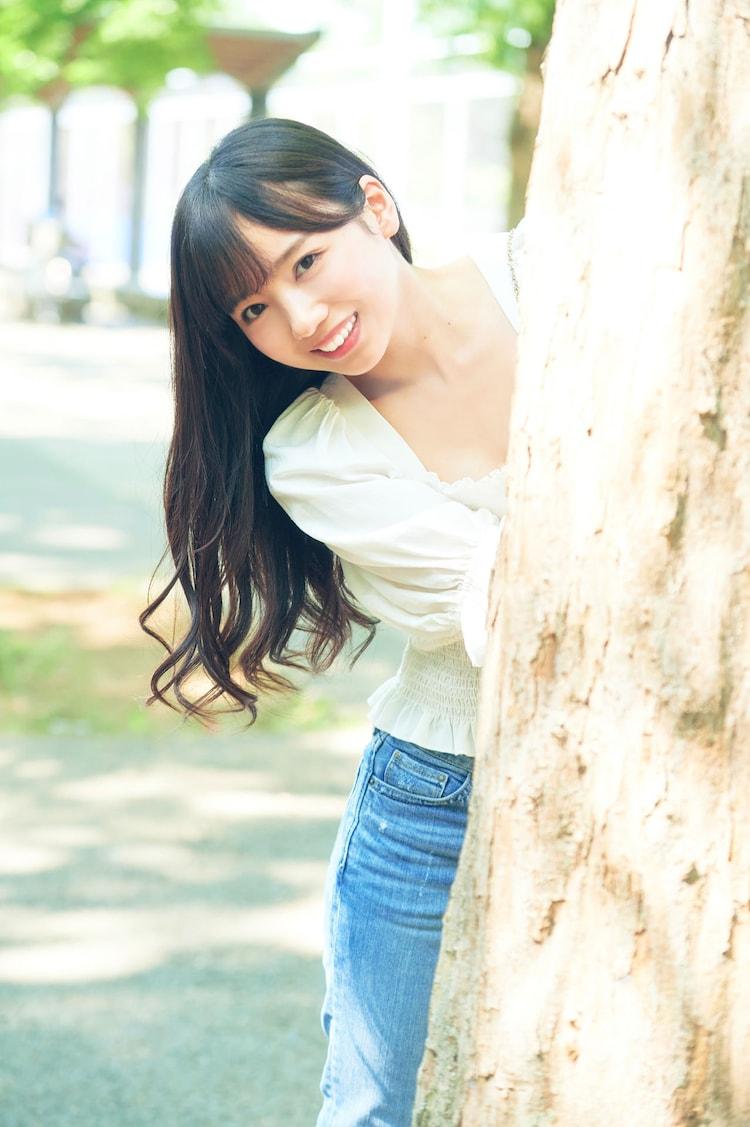 「齊藤京子1st写真集 とっておきの恋人」より。(撮影:岡本武志)