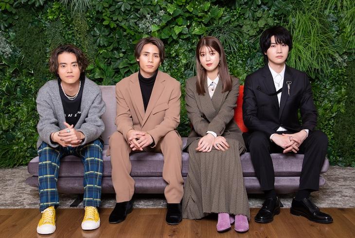 左からHIROSHI(FIVE NEW OLD)、神谷健太(THE RAMPAGE from EXILE TRIBE)、馬場ふみか、桜田通。(c)ABCテレビ