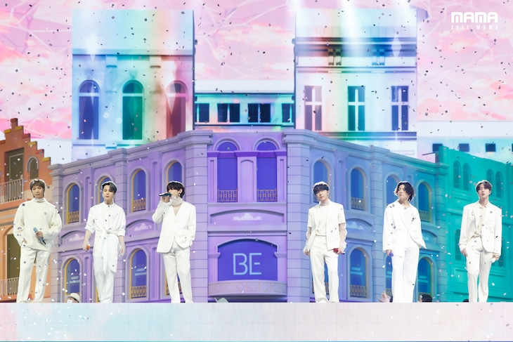 「2020 Mnet ASIAN MUSIC AWARDS (MAMA)」のステージでパフォーマンスを披露するBTS。(c)CJ ENM Co., Ltd, All Rights Reserved.