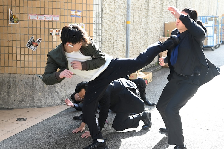 「レッドアイズ」クランクイン日にアクションを披露する亀梨和也(KAT-TUN)。(c)日本テレビ