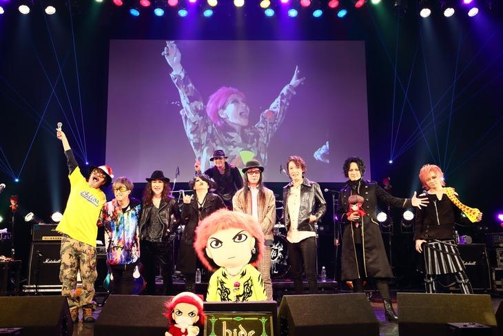 "「hide Birthday Party 2020 Sing along live ""Hi-Ho!""」出演者集合写真(撮影:上野宏幸[nonfixcreative])"
