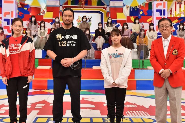 左から綾瀬はるか、長瀬智也(TOKIO)、上白石萌音、関口宏。(c)TBS