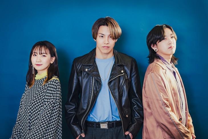 左からikura、RIKU、Ayase。