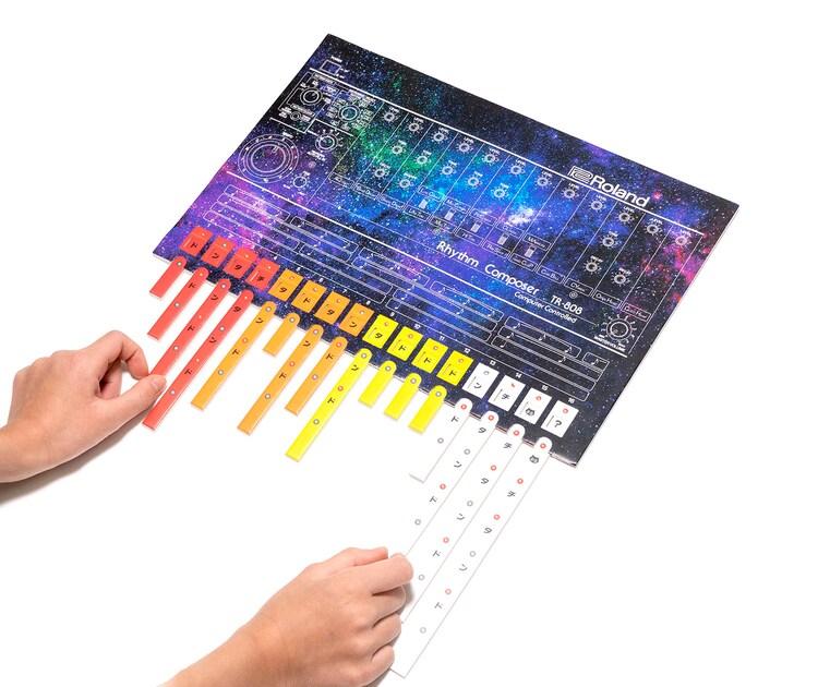 """「エイト・オー・エイト - 声と手拍子で遊ぶリズム絵本 -」付録の""""紙製TR-808""""。"""