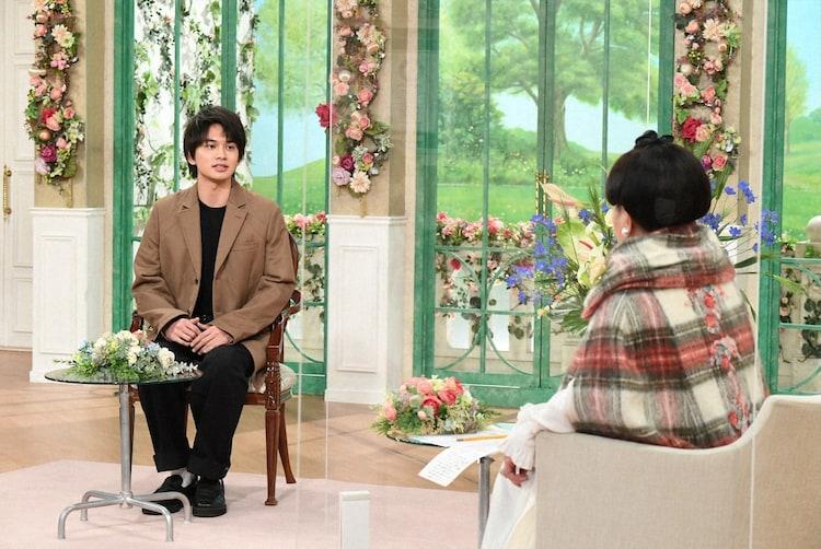 左から北村匠海(DISH//)、黒柳徹子。(c)テレビ朝日