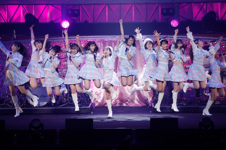 """=LOVE「WINTER TOUR『You all are """"My ideal""""』」東京・日本武道館公演の様子。(写真提供:代々木アニメーション学院)"""