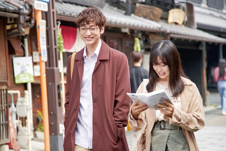 左から小関裕太、森七菜。(c)2021「ライアー×ライアー」製作委員会 (c)金田一蓮十郎 / 講談社