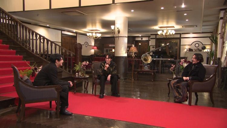 左から藤井道人、綾野剛、常田大希。 (c)フジテレビ