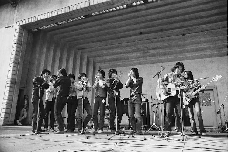 なぎら健壱らが出演した1974年の「春一番コンサート」。 (c)Takada Wataru