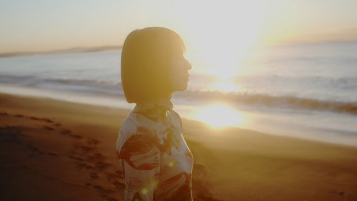 SCANDAL「eternal」ティザー映像のワンシーン。