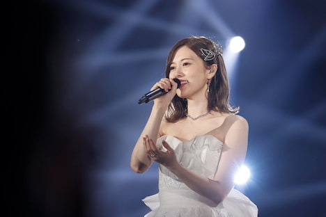 「NOGIZAKA46 Mai Shiraishi Graduation Concert ~Always beside you~」より、白石麻衣。(写真提供:ソニー・ミュージックレーベルズ)