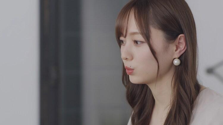 「僕たちは居場所を探して」より、梅澤美波。(c)Hulu/乃木坂46LLC.