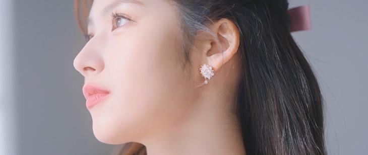 コブクロ「卒業(Special Version)[with SANA]」MVのワンシーン。